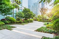 テナントビルや商業施設の造園・植栽管理